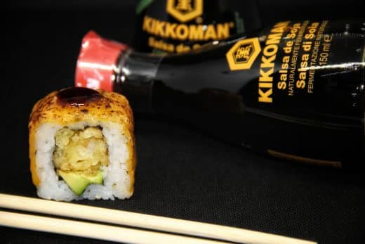 cheddar-tempura-roll-sushi-in-the-box-uramaki-new-viale-ippocrate