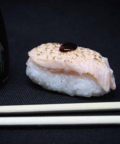 nigiri-salmone-scottato-sushi-in-the-box-uramaki-new-viale-ippocrate