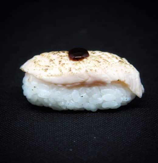 nigiri-salmone-scottato-sushi-in-the-box-uramaki-new-viale-ippocrate