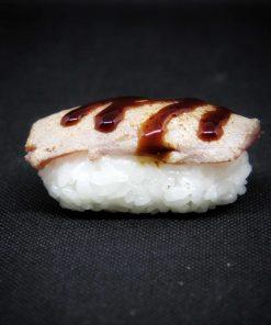 nigiri-tonno-scottato-sushi-in-the-box-uramaki-new-viale-ippocrate