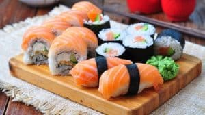sushi-in-the-box-rolls-nigiri-hosomaki